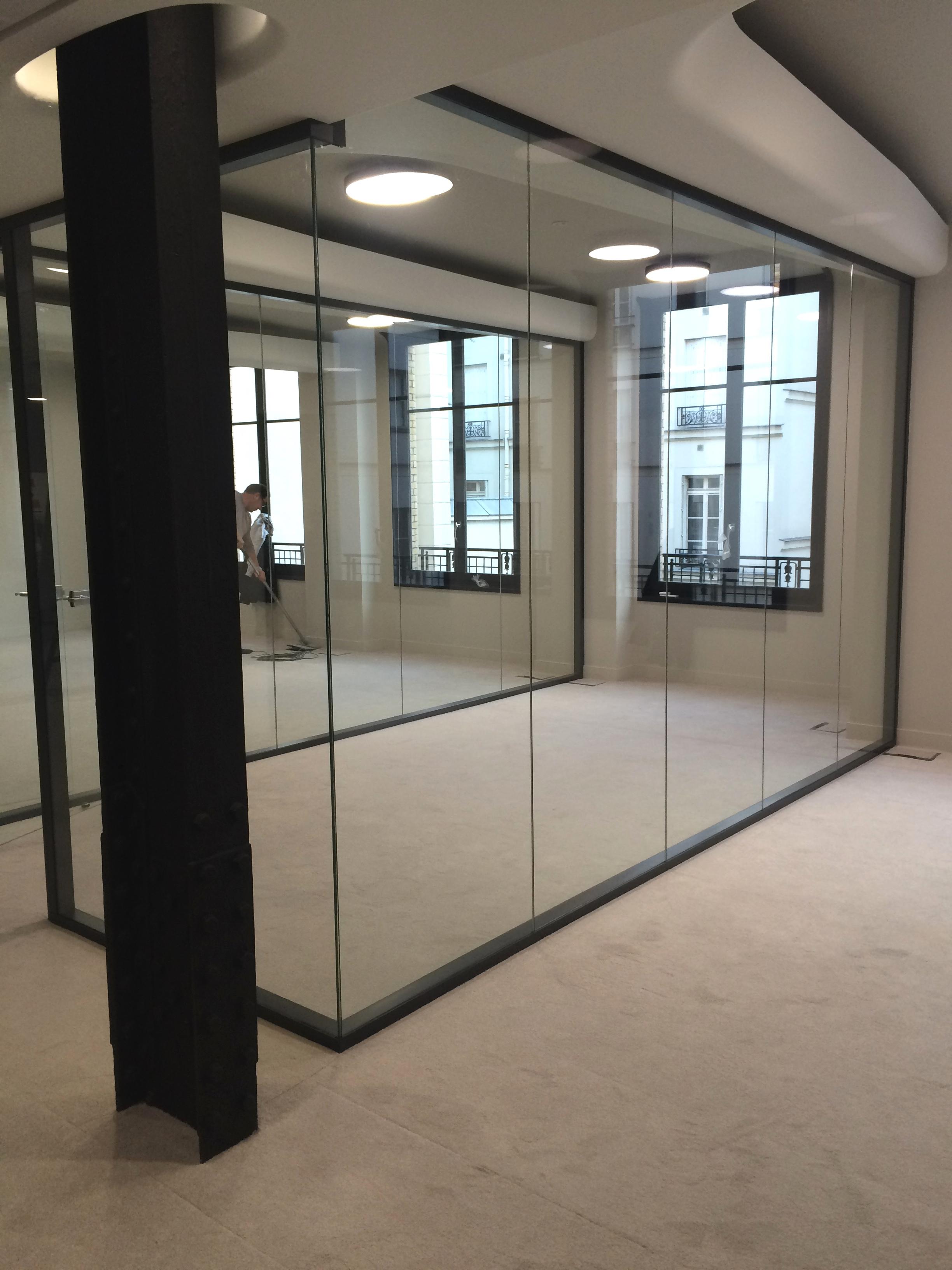 les cloisons vitr es bord bord toute hauteur espace cloisons alu ile de france agencement. Black Bedroom Furniture Sets. Home Design Ideas