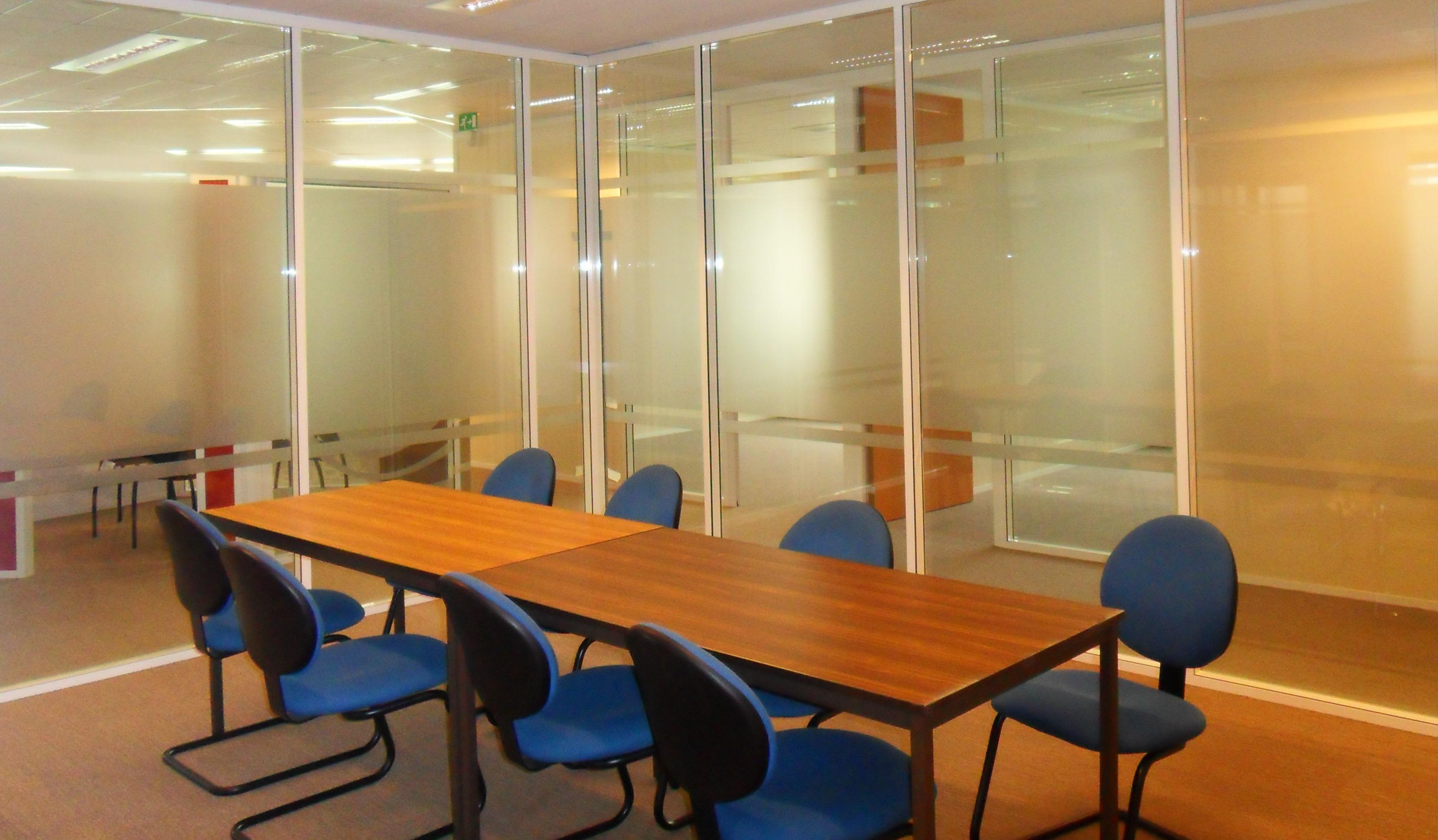 separation de bureau en verre best idal pour sparer une pice en deux ou simplement pour se crer. Black Bedroom Furniture Sets. Home Design Ideas