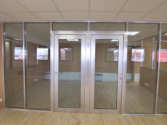 R alisations vitr e porte vitr e espace cloisons alu ile de france agencement et am for Porte cloison amovible