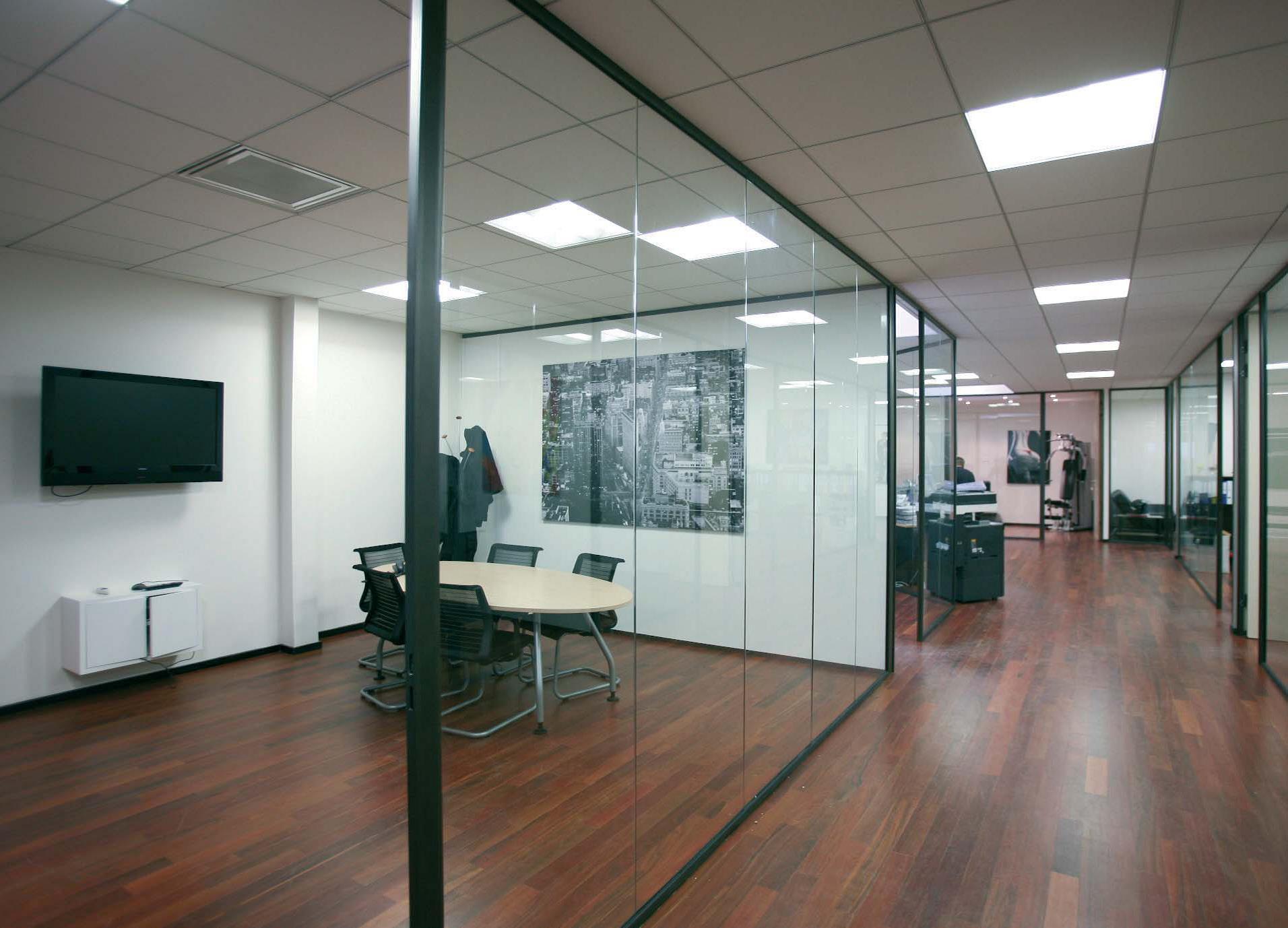 Les cloisons vitr es bord bord toute hauteur espace - Cloison industrielle vitree ...