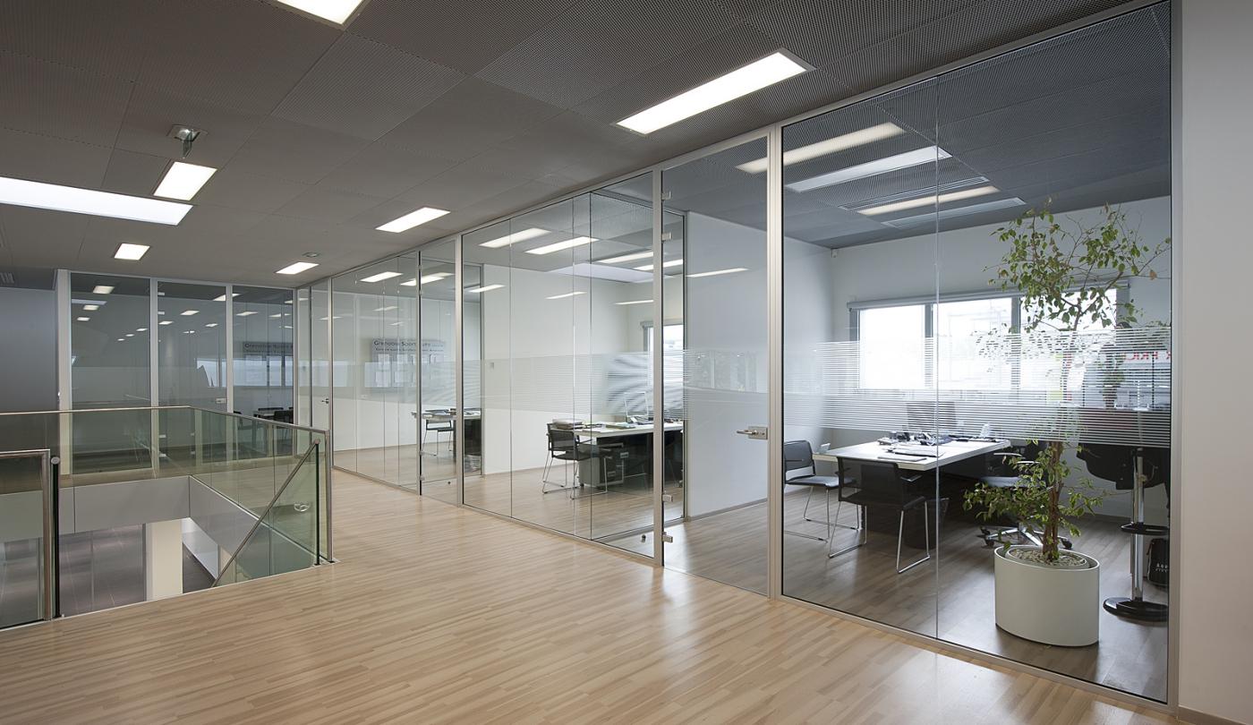 Les cloisons vitr es bord bord toute hauteur espace for Cloison vitree pour salle de bain