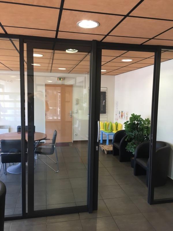 Cloisons Amovibles avec panneaux pleins toute hauteur vitrée et double porte