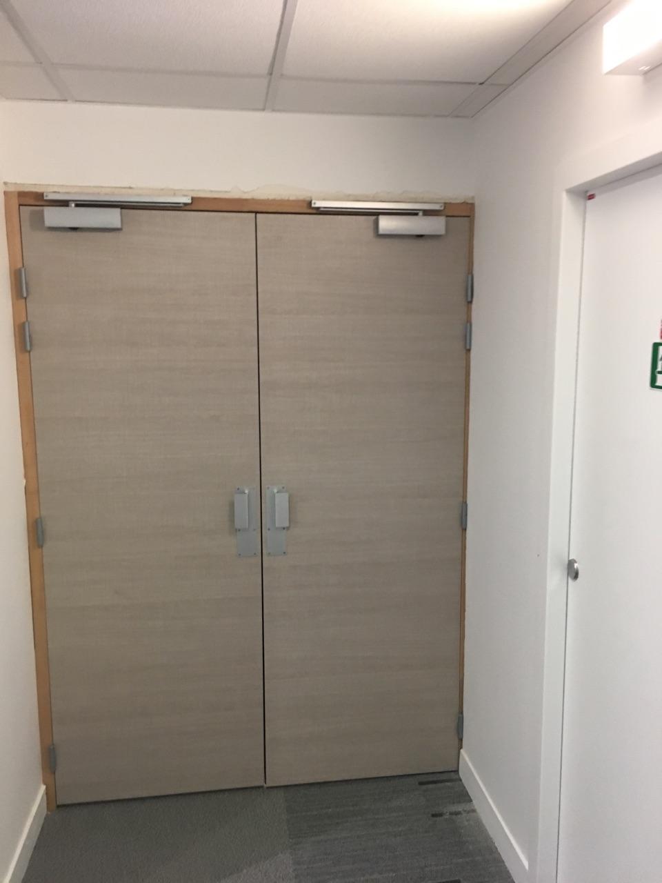 Les am nagements portes pour cloisons de bureau espace - Porte double battant coupe feu prix ...