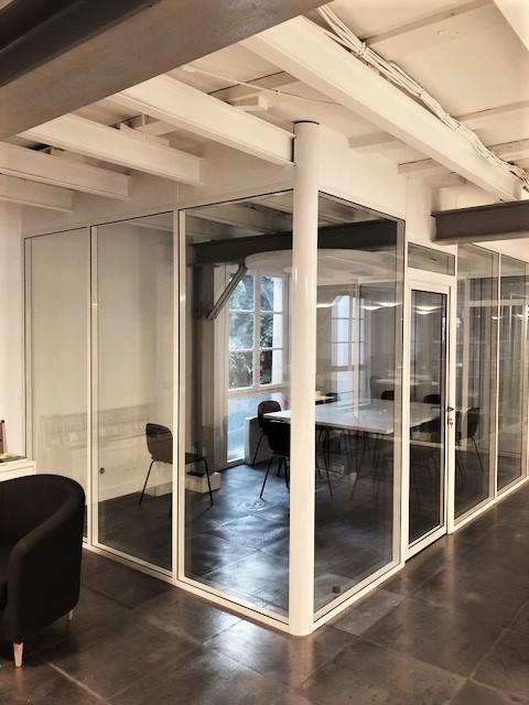 Cloison vitrée toute hauteur, cadre blanc - Espace cloisons alu