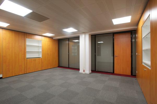 Pose revetement sol dalle moquette de bureau espace for Pose cloison amovible
