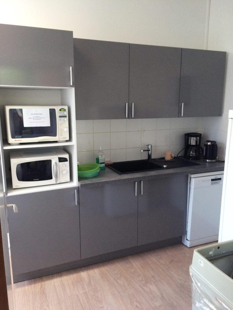 Aménagement de cuisine et salle de repos pour entreprise-Espace cloisons Alu