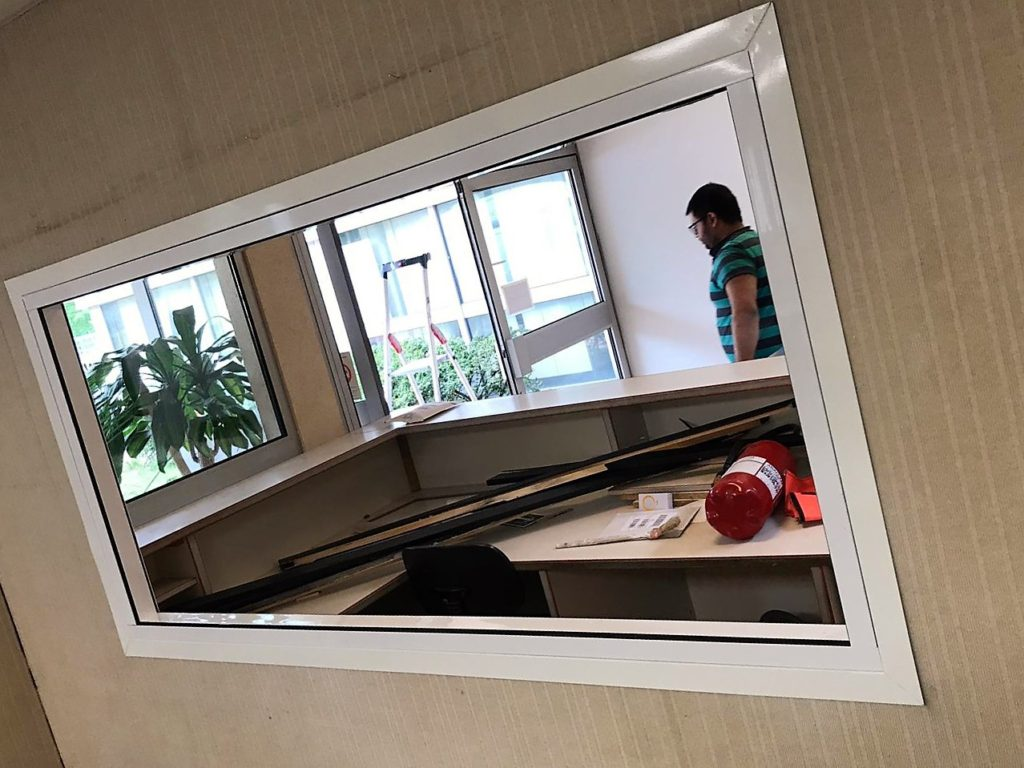 Installation-cloisons-vitrees-bureau-ile-de-france-Espace-Cloisons-Alu
