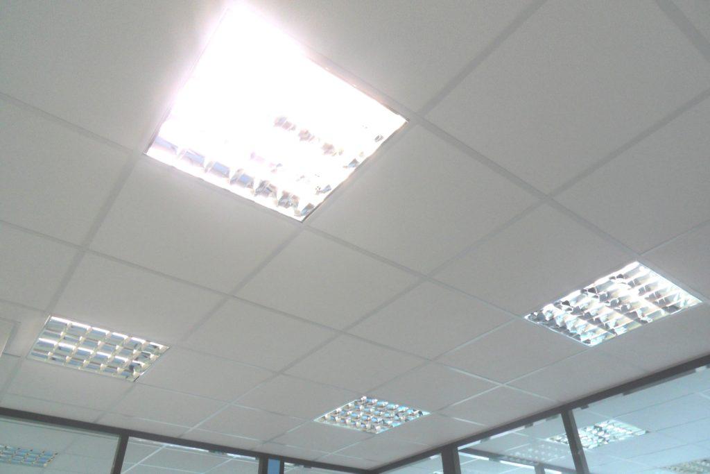 Pose et installation aménagement faux plafond - salle de repos -bureau-cuisine entreprise Ile de France