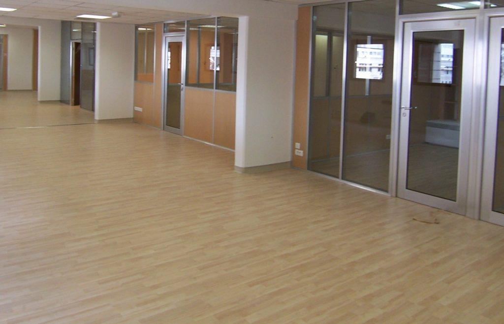 Pose et installation de sols PVC - dalles moquette - aménagement faux plafond - salle de repos -bureau-cuisine entreprise Ile de France