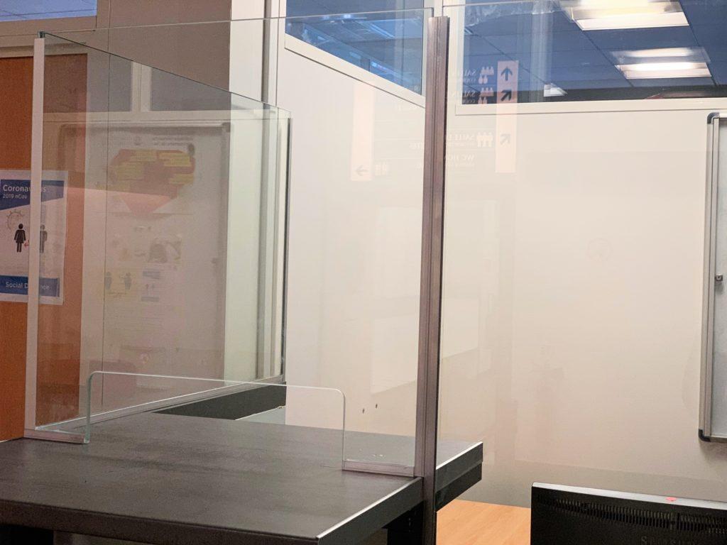 cloison de séparation sanitaire Covid-19 hygiaphone verre ou plexiglas